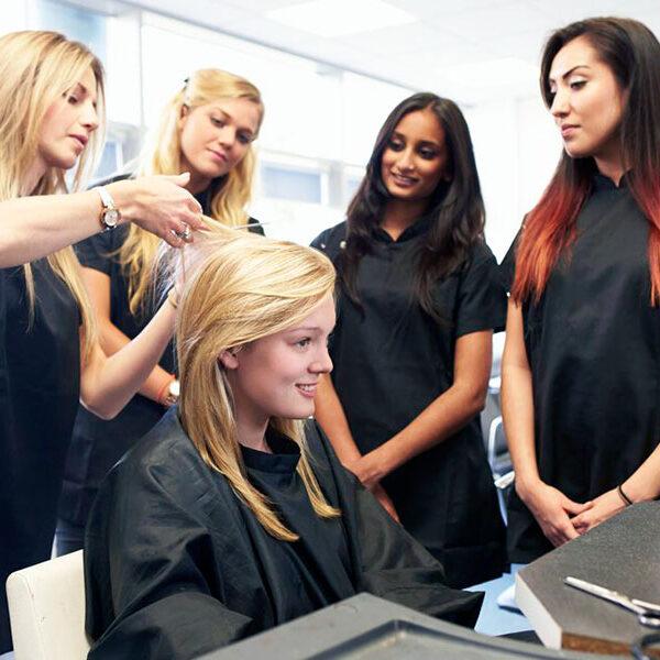 Обучение парикмахеров на моделях
